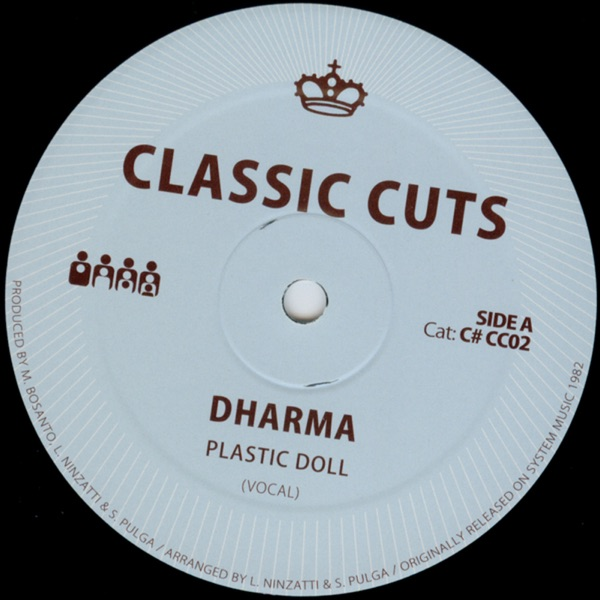 Dharma mit Plastic Doll