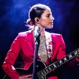 """Debi Nova nos lleva de concierto con """"En vivo desde el Teatro Nacional de Costa Rica"""""""