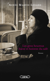 Les gens heureux lisent et boivent du café Par Les gens heureux lisent et boivent du café