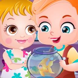 Cute Baby Play Goldfish