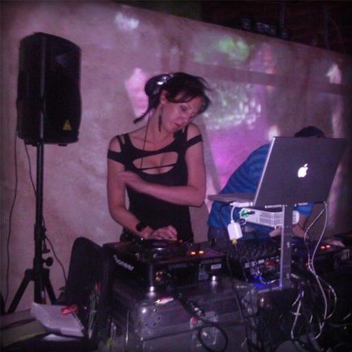 DJ LINDSEY BELL