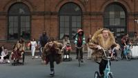 watch Thrift Shop (feat. Wanz) music video